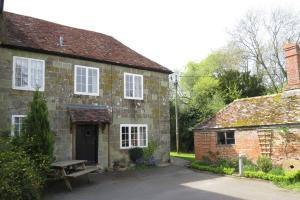 Marshwood-Cottage-02
