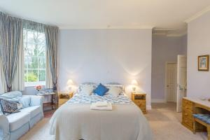 MarshwoodFarm-blue-room-01