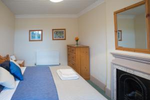 MarshwoodFarm-cottage-01