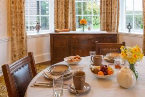 MarshwoodFarm-dining-room-general-01
