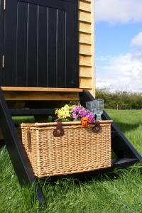 shepherds-hut-03