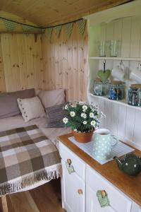 shepherds-hut-04