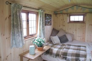 shepherds-hut-07