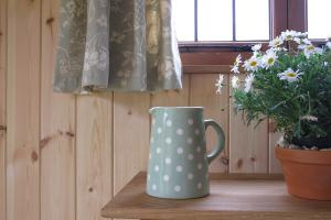 shepherds-hut-08